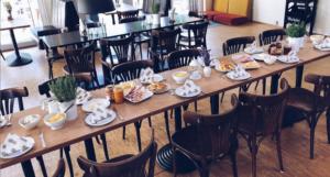 Frühstückstisch in Coffeebar